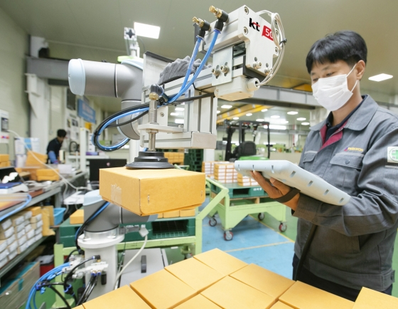 KT introduces smart factory robotic solution