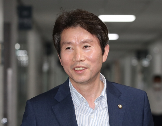[Breaking] Four-term ruling party lawmaker nominated as unification minister, NIS chief as national security adviser