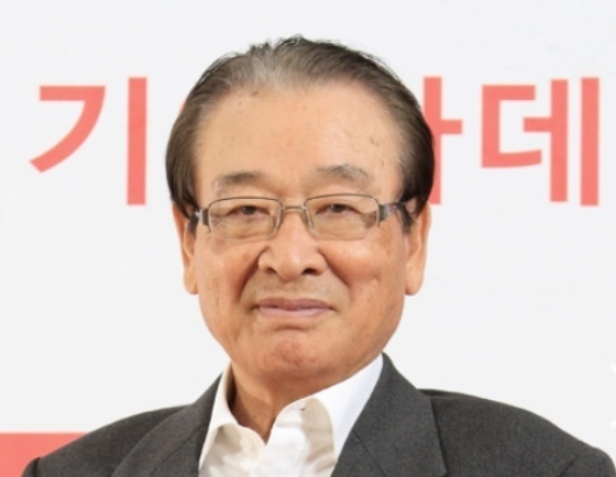 Actor Lee Soon-jae apologizes for unfairly treating former manager