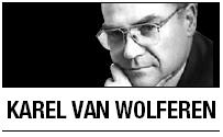 [Karel van Wolferen] Japan's new model political leadership
