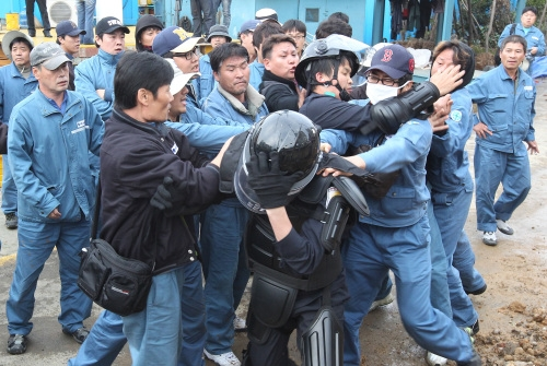 [VOICE] Are Korea's trade unions too powerful?