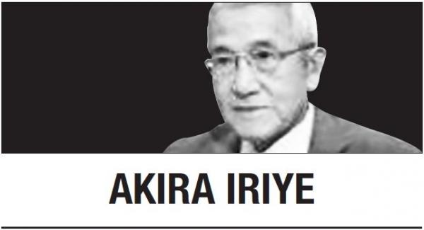 [Akira Iriye] Japan's global emperor exits the stage