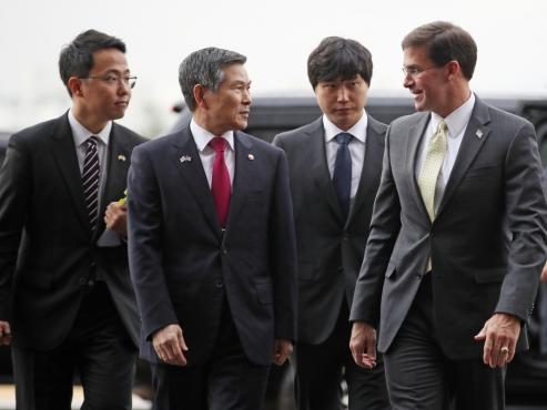 Moon to meet Pentagon chief at Cheong Wa Dae