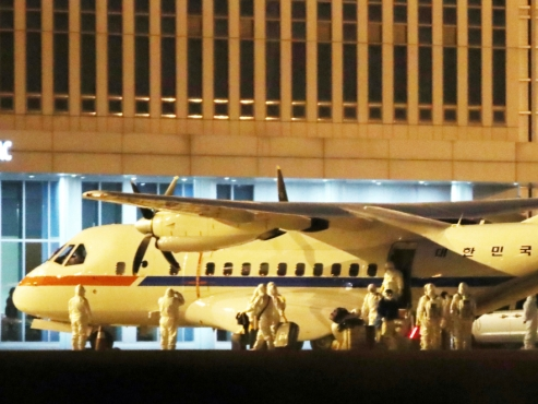 S. Korean presidential plane arrives back from Japan with 7 evacuees aboard