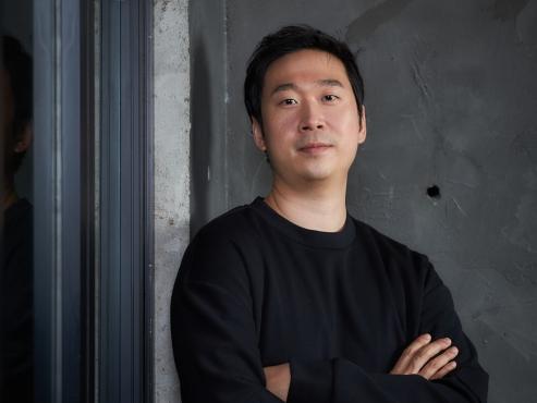 Salaryman-turned-director Kim Yong-hoon debuts big