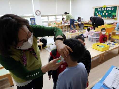 English-only preschools reopen, triggering safety concerns