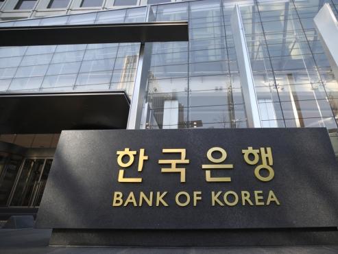 S. Korea starts 1st quantitative easing operation
