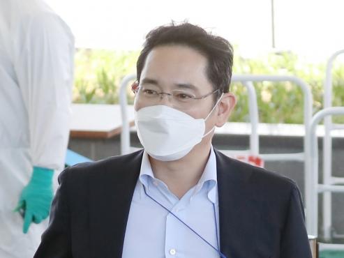 Prosecutors summon Samsung heir over controversial 2015 merger