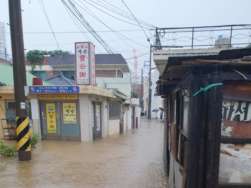 Heavy rain pounds southern regions