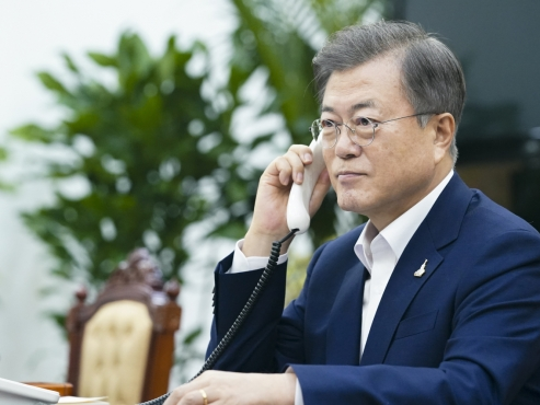Half of citizens in Seoul, Gyeonggi disapprove of Moon