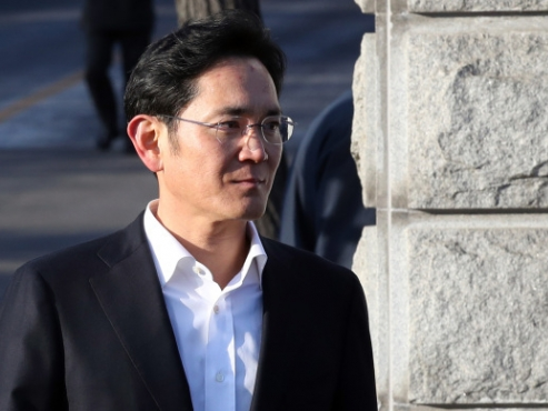 Heir's legal challenges cast shadow over new era at Samsung