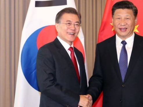 President Moon to meet Chinese foreign minister