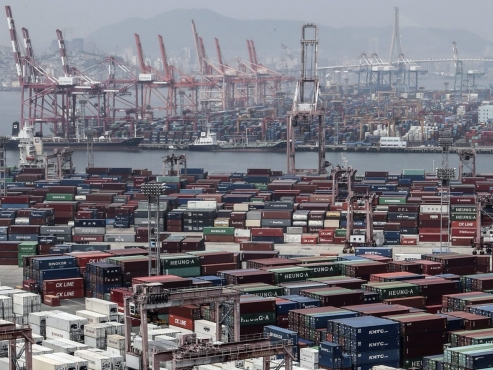 Current account surplus rises to three-year high in Oct.