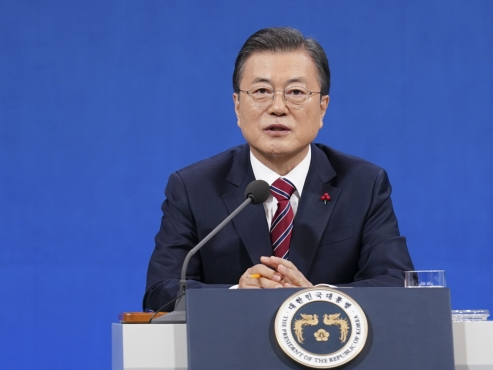 Moon's comments on pardoning ex-presidents divides parties