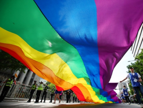 Seoul education office's push for LGBT students protection faces opposition