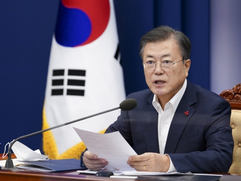 Moon calls for institutionalized financial support for self-employed