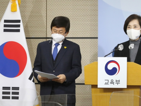 S. Korea to expand in-person classes and care programs to carry out 2nd school year under pandemic on schedule