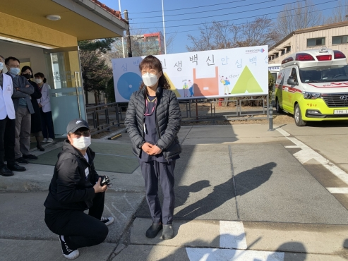 'I feel safer': Vaccination begins for Korea's front-line workers