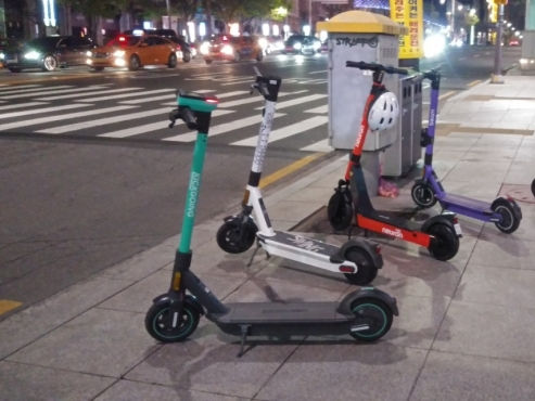 Electric scooters, the urban 'beasts' of Seoul