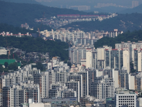 'Unique' apartment policy incurs new social conflicts
