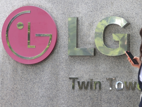 iPhones likely to be sold at LG stores