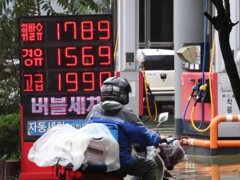 Gasoline prices reach 82-month high in Korea