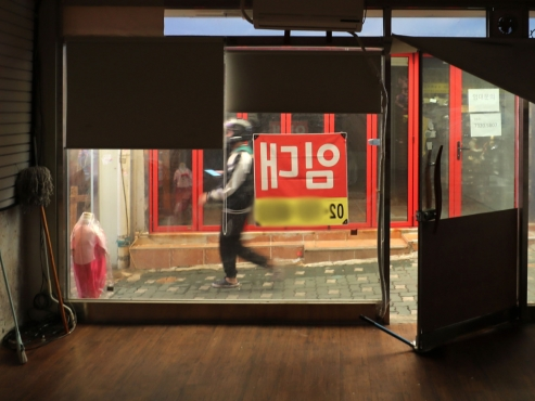 Retailers hope for sales recovery amid 'Living with COVID-19' scheme