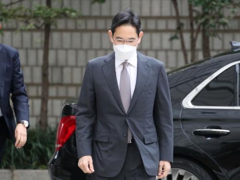 Samsung still lost a year after Lee Kun-hee's death
