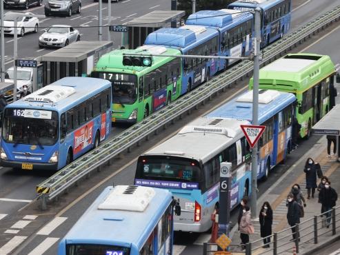 Seoul city moves to normalize coronavirus-affected public transit service