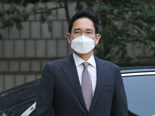 Samsung's Lee plays role in early supply of Moderna vaccine