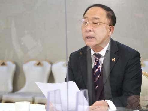 Housing market on verge of stabilization: fiscal chief