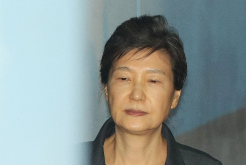 Ex-President Park to take COVID-19 test after being exposed to patient