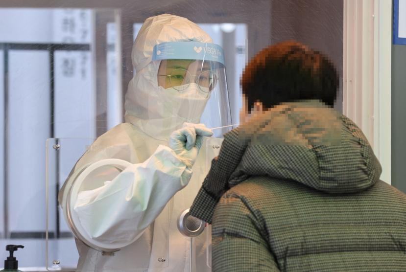 New virus cases under 400 again, alert in place against potential upticks