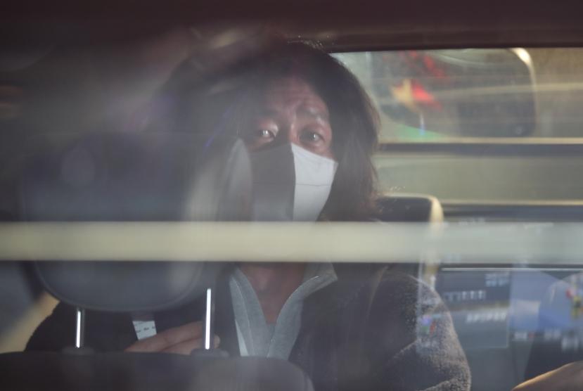 Prosecutors detain key figure in land development scandal, raid Seongnam City Hall