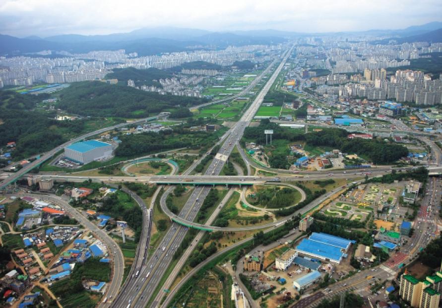 [Power Korea] Roads ― the arteries of development
