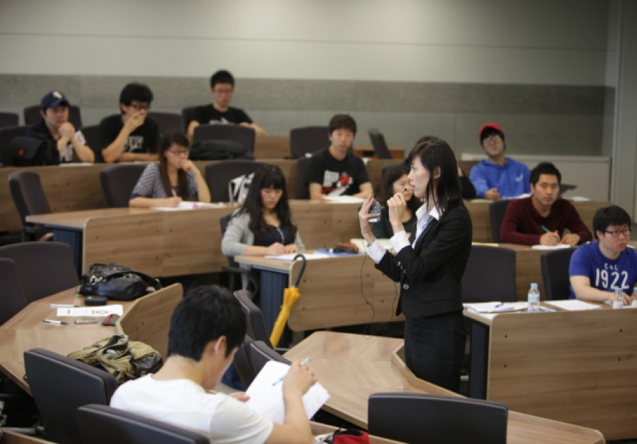 [Eye on English] More Korean universities offer English-only lectures