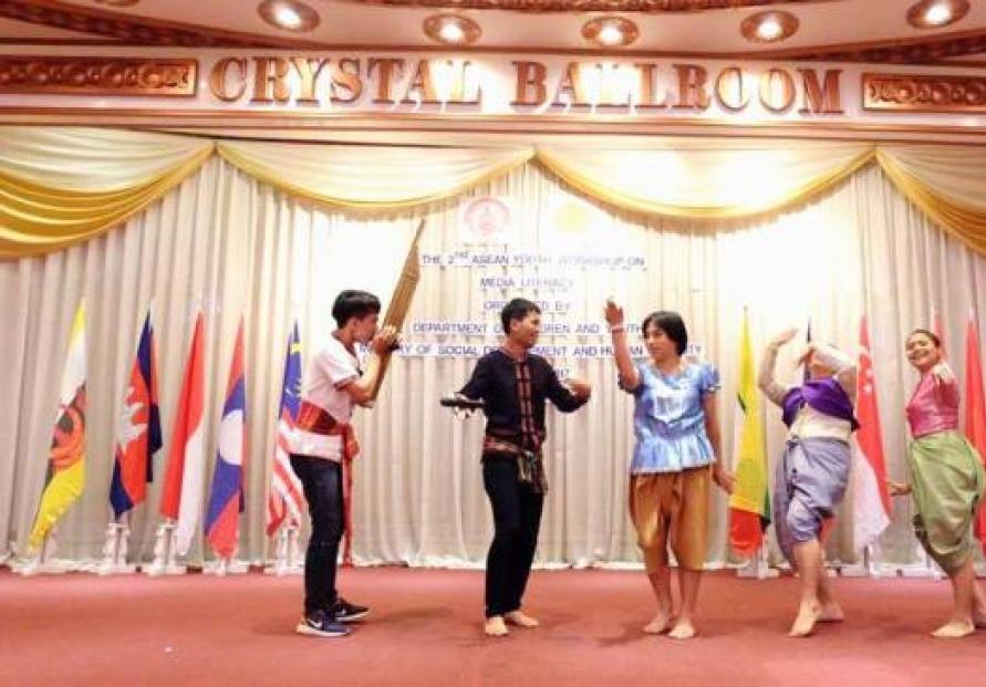 Laotian team highlights culture at regional workshop