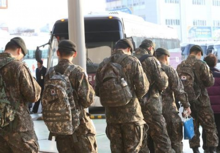 [Newsmaker] Seoul pushes to require naturalized S. Koreans to serve in military