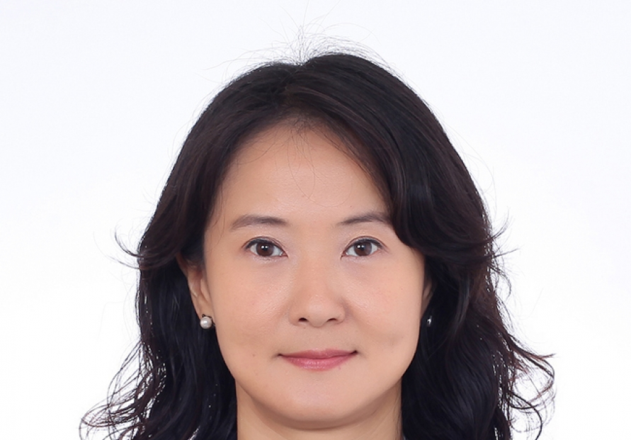 Moon picks Cho Kuk's ex-assistant as new presidential secretary