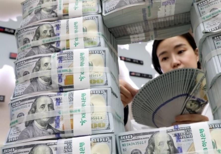Foreign deposits rise on weak dollar in Dec.