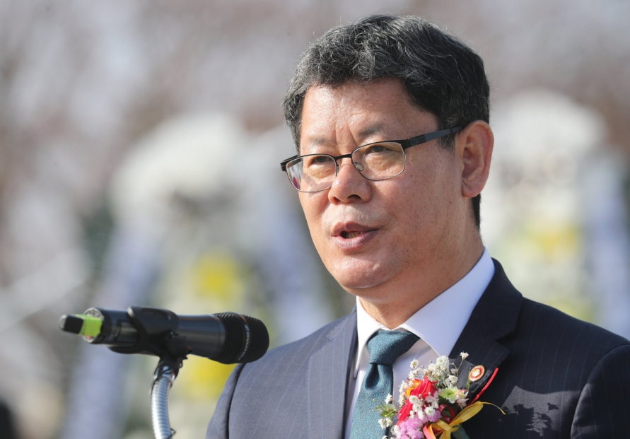 Seoul mulls providing financial aid to separated families for NK visit: minister