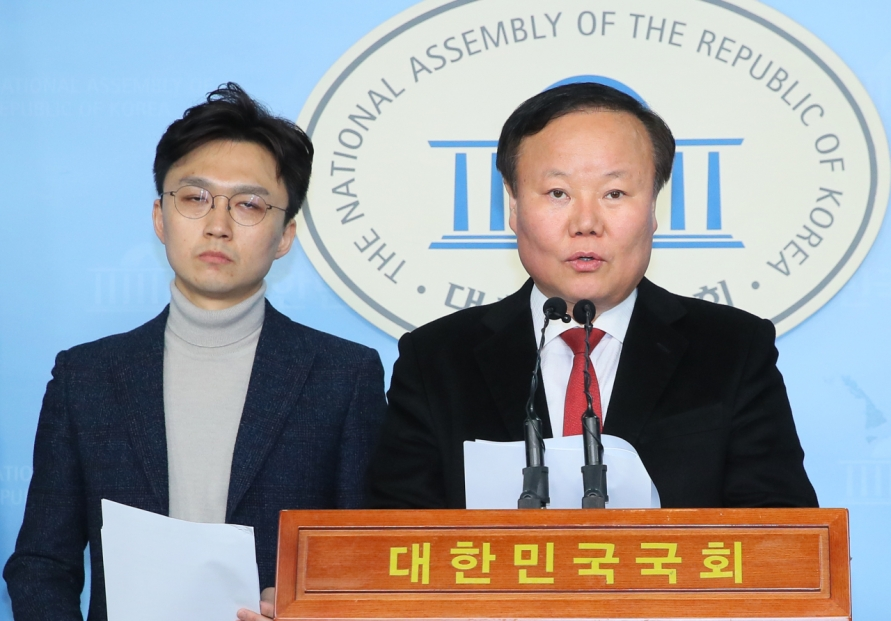 New party woos soldiers with longer vacation pledge