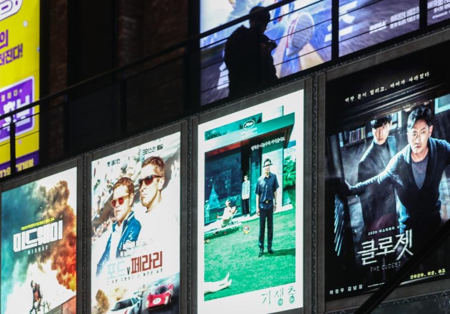 Film industry slump continues amid virus fears