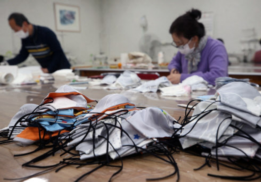 S. Korea curbs exports of facial masks amid soaring virus cases