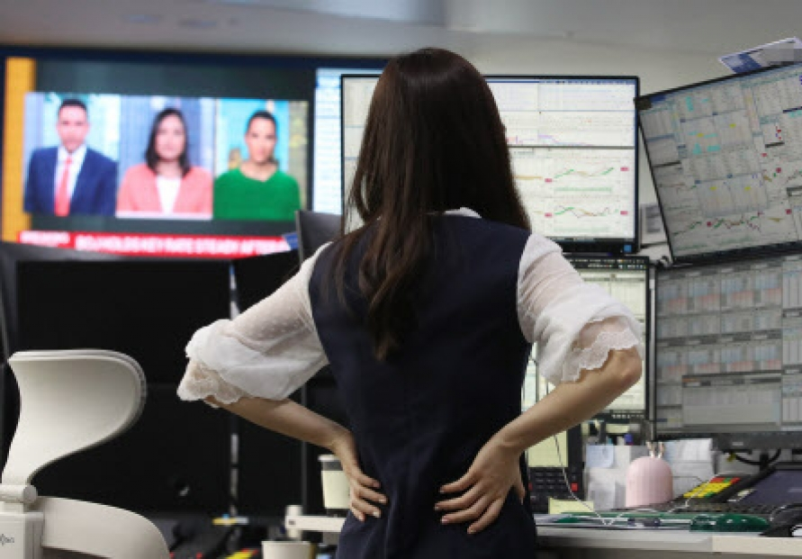 Korean stocks sharply down late Monday morning