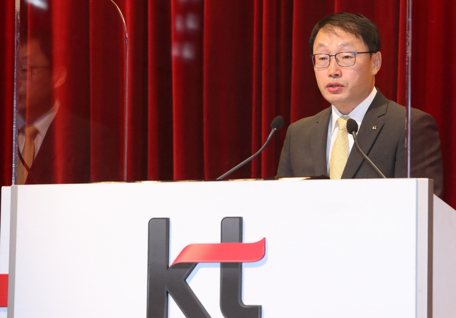 KT's new chief gets rid of chairman title