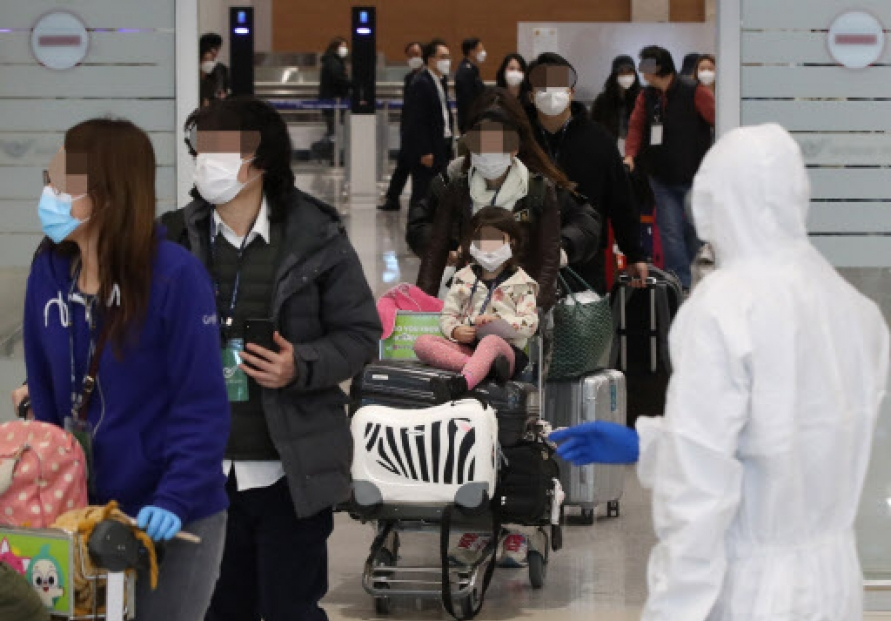 S. Korean chartered plane returns with some 300 nationals from virus-hit Italy