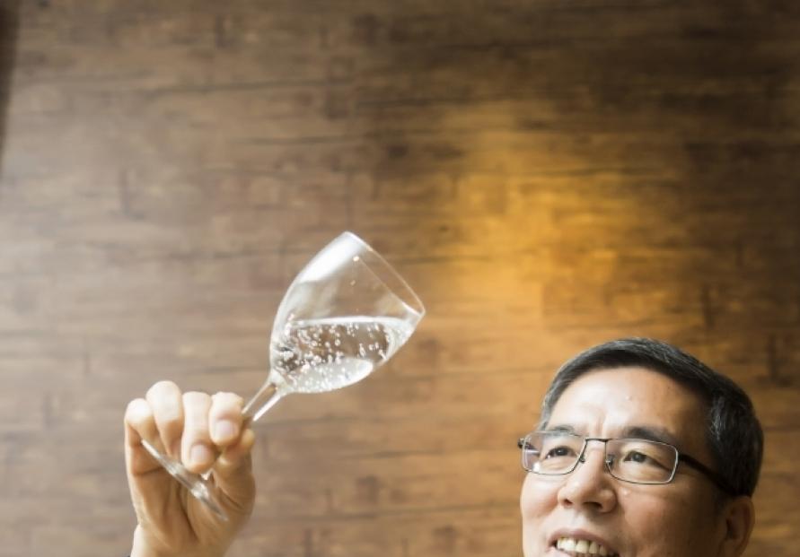 [Herald Interview] 'With fried chicken, water beats beer'