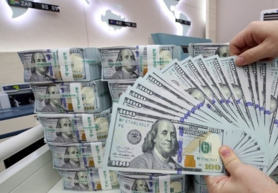 Korea's FX reserves sharply drop in March