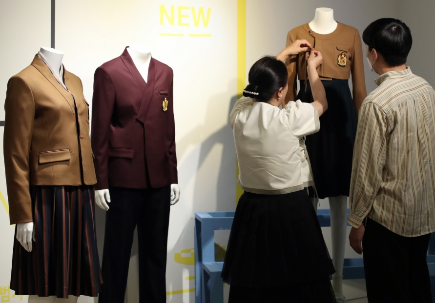 [Photo News] Hanbok-inspired school uniforms on display